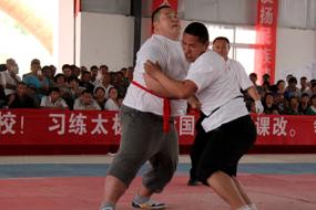 Compétition de Tuishou. Ecole Wenwu (Zhengyang, Henan)